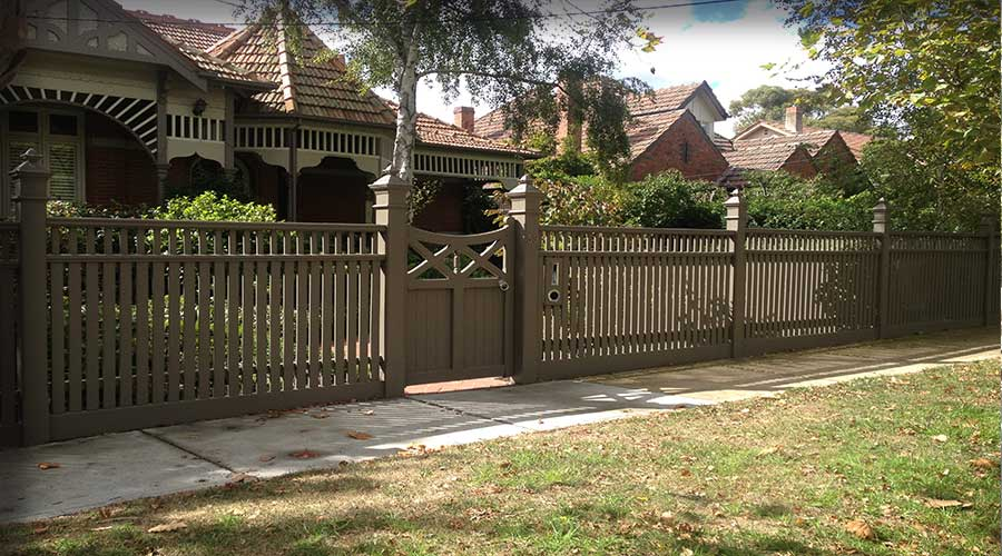 Federation Middle Section Stepped Fence, Bannister Capping, Victoriana Capitals & Scotia Moulding. Combination 150 x 150 & 125 x 125mm Posts and Feature Gate