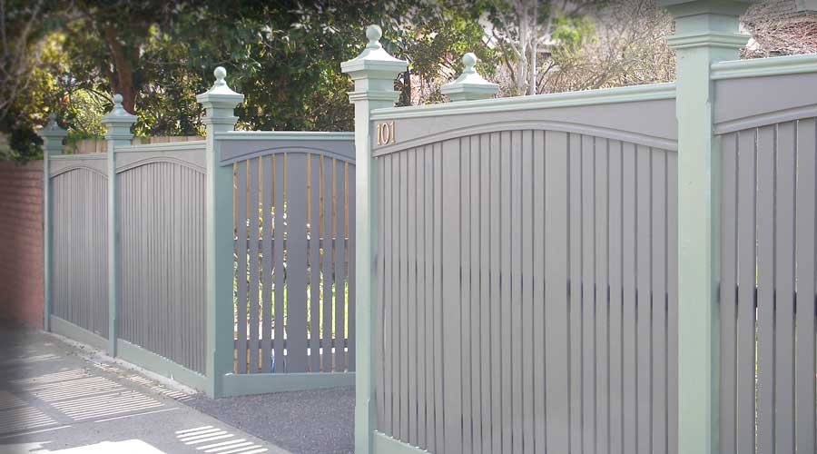 Fence includes Nicolina Capitals, decorative arch boards, Scotia, wide feature boards and Bannister Capping and Recess Gate