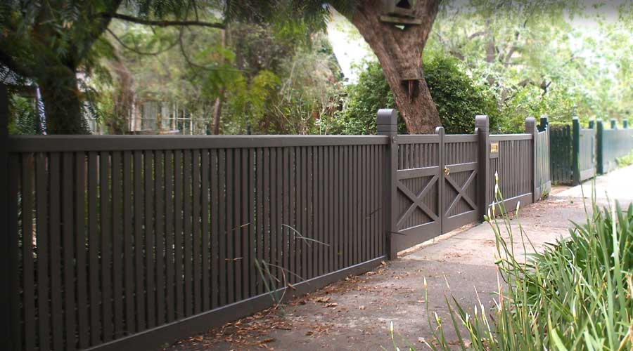 Fence includes 2-Way Round No. 4 Posts, Stonnington capping and Armadale styled Letterbox